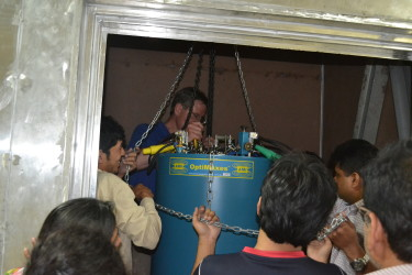 lowering the cryostat A