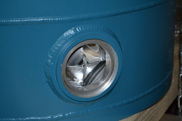 safety relief valve on the outer jacket of the cryostat